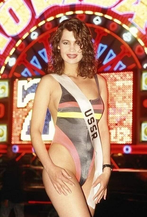 Мисс СССР Юлия Лемигова, позирует в купальнике во время записи конкурса Мисс Вселенная 1991 в Лас-Вегасе, штат Невада.