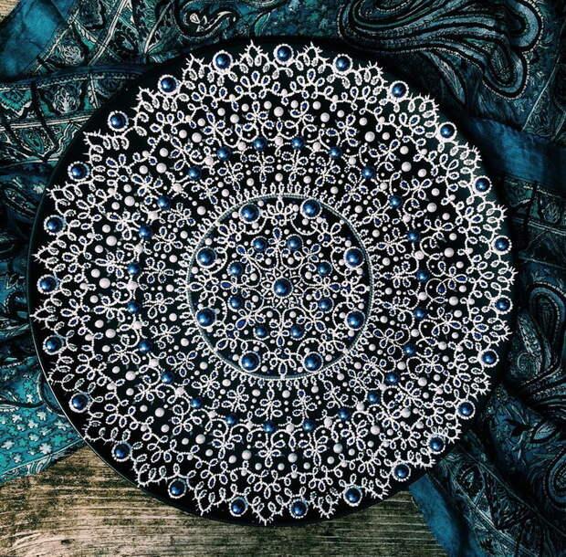 Декоративные тарелки напоминают мистические мандалы