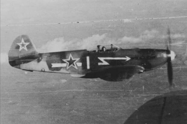 """Авиаполк """"Нормандия-Неман"""" вернулся в Париж на советских Як-3 75 лет назад"""