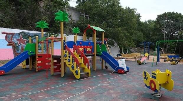 Более трех десятков детских площадок установят в Ялте в этом году