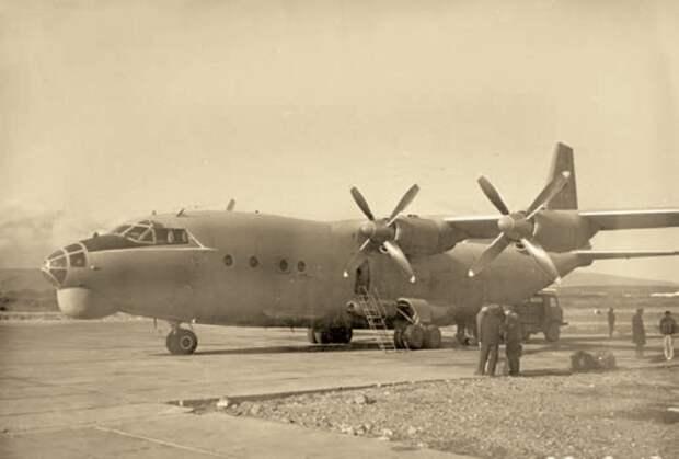 самолет ан-12, транспортный самолет, турбовинтовой высокоплан