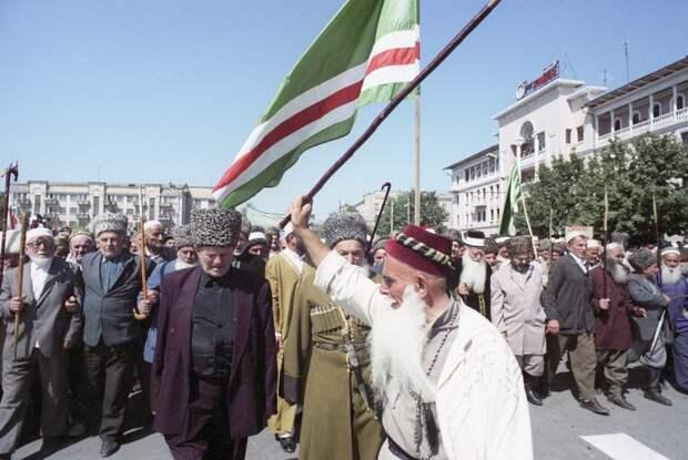 Чечня, празднование 3-й годовщины независимости Чеченской Республики