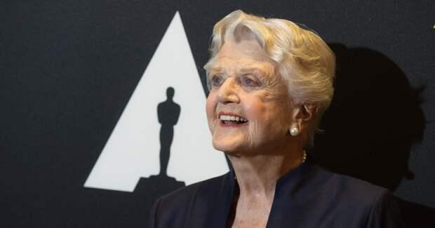 Анджела Лэнсбери отмечает 95-летие