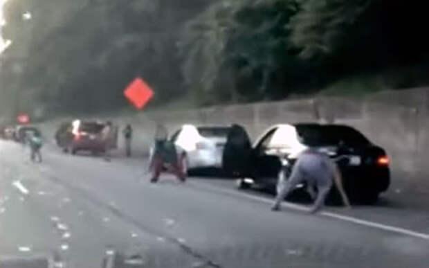 Куча денег на дороге: инкассаторы потеряли всю выручку