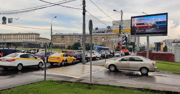 Volkswagen и PHD показали адаптивную рекламу на уличных digital-щитах