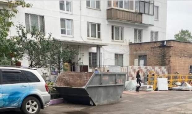 На Хлобыстова место для мусорного бака нашли на парковке
