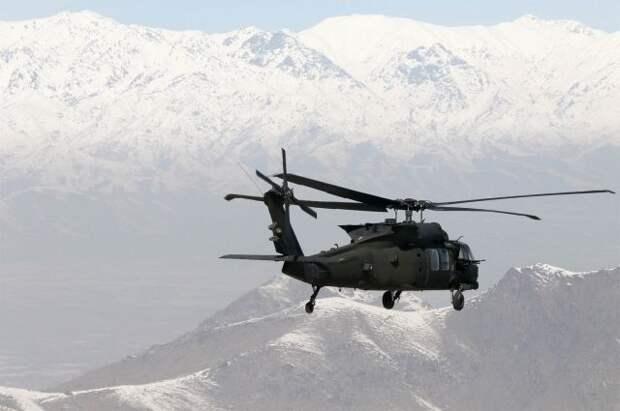 В Афганистане при крушении военного вертолета погибли три человека