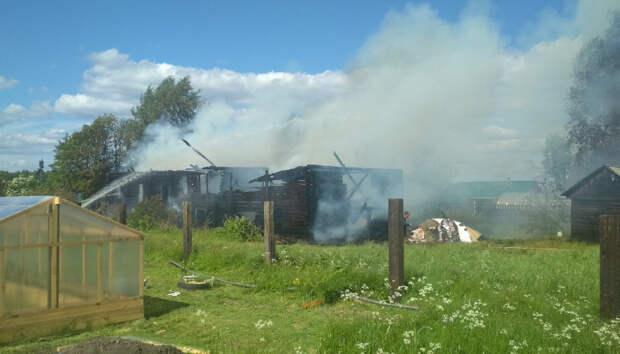 Семья лишилась дома из-за пожара в Карелии