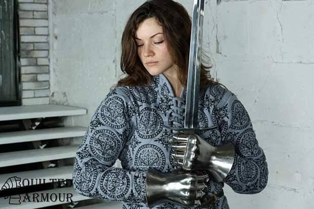 Знакомься: Светлана Федорова! Такого горячего капитана у женской сборной по средневековому бою еще не было!