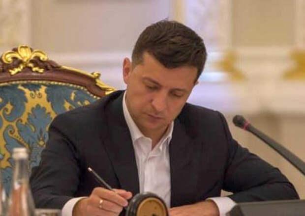 Крым должен платить налоги Украине. Зеленский подписал закон, отменяющий СЭЗ на полуострове