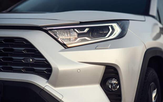 Первый тест-драйв Toyota RAV4 нового поколения