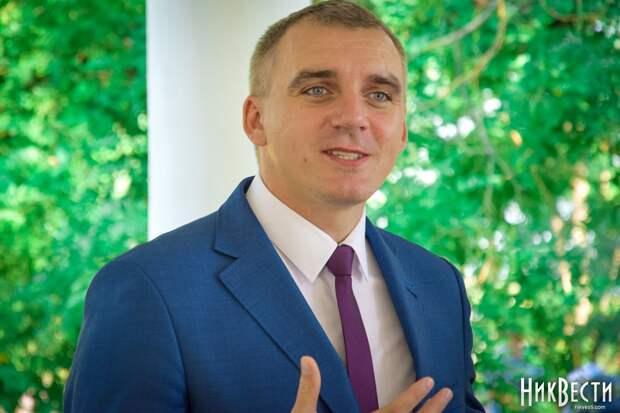 Мэр Николаева угрожает горожанам закрытыми гробами за нарушение режима карантина