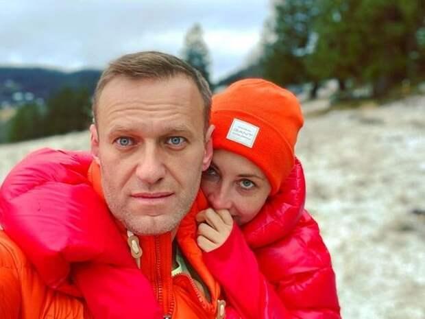 Мировые знаменитости попросили Путина допустить медиков к объявившему голодовку Навальному