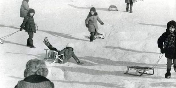 Зимние забавы советских детей