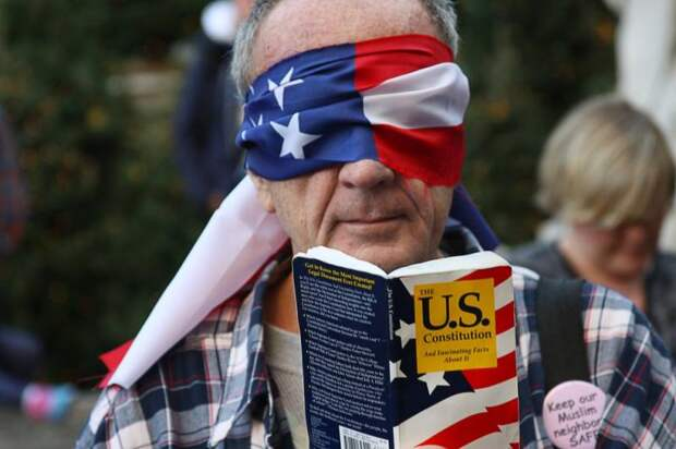DIie Zeit: Демократия потерпела крах в США