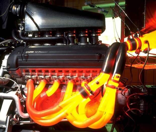 Выхлопная система автомобиля может нагреваться до огромных температур. | Фото: maxf1.net