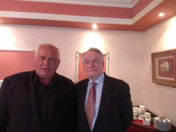 Профессор из Нидерландов Кейс ван дер Пейл (справа) и автор статьи