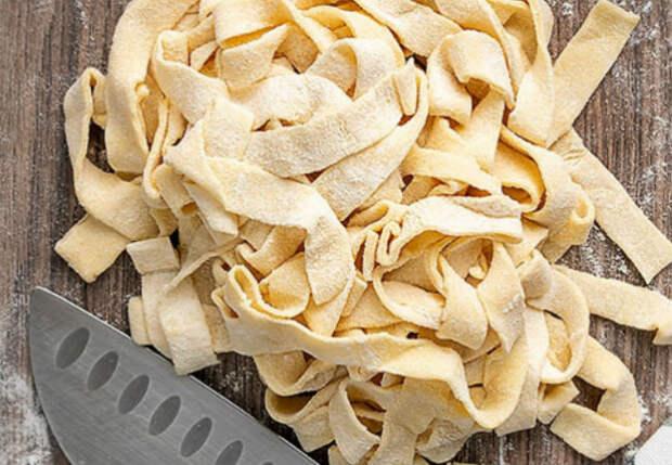 Макароны делаем сами по совету итальянца: смешали муку, воду и соль