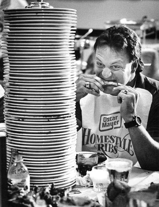 Конкурс по поеданию ребрышек, США, 1987.