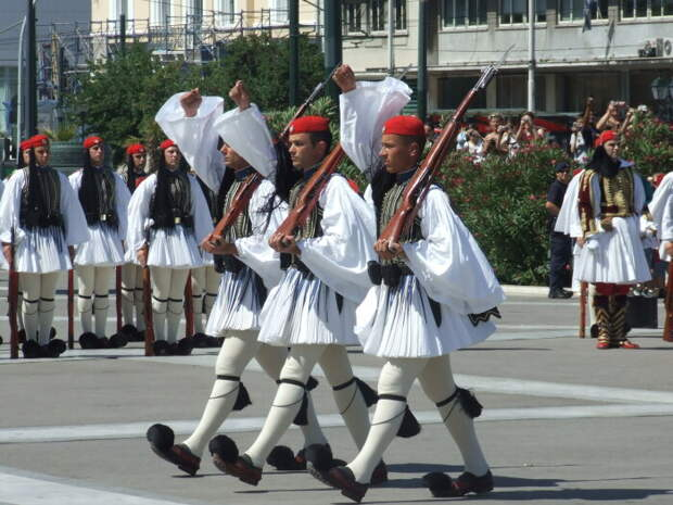 Традиционная мужская одежда Греции. \ Фото: eavisa.com.