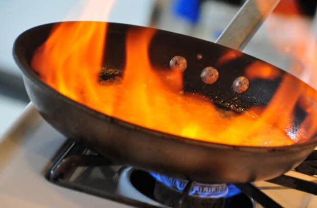 Стейк на сковороде: 6 тонкостей обжаривания в масле от повара