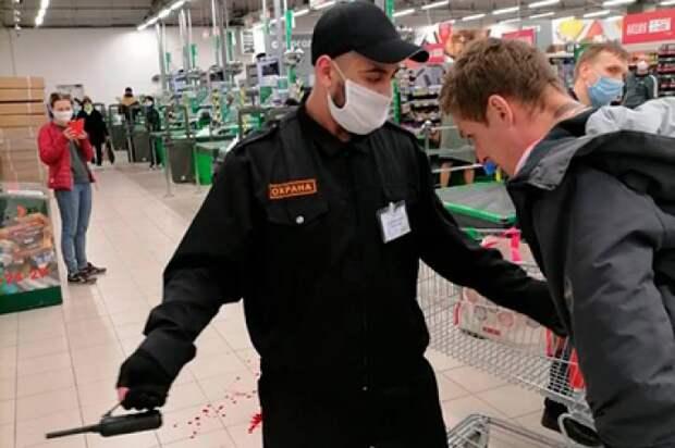 В магазинах Москвы ежедневно штрафуют около 200 посетителей без масок