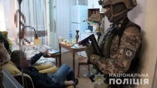 В Киеве задержали пенсионера, который проник в чужую квартиру и взял в заложники женщину