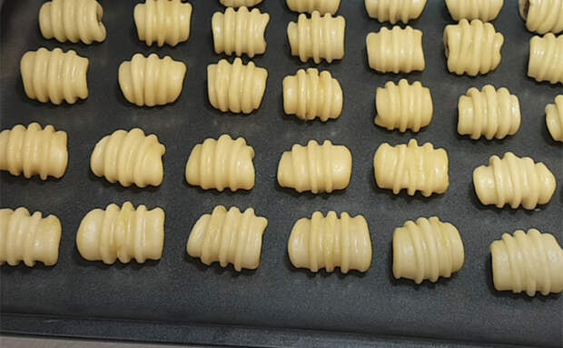 100 печеньев из 1 яйца для теста. Делаем размер на один укус и быстро запекаем