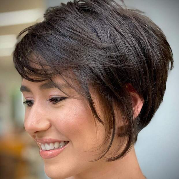 14 модных асимметричных стрижек на густые волосы 2021 для смелых дам