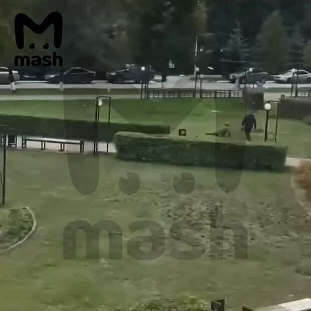 Прежде чем войти в университет, пермский стрелок ранил человека. Бекмансуров стрелял...