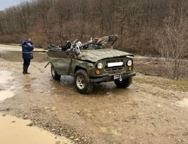 На Кубани нашли тело 10-летнего пассажира из перевернувшегося УАЗа