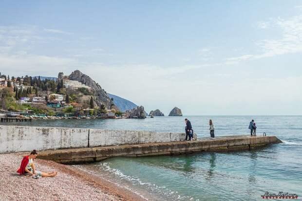 Гурзуф наполняется туристами: 5 фото Южного берега Крыма в апреле 2021