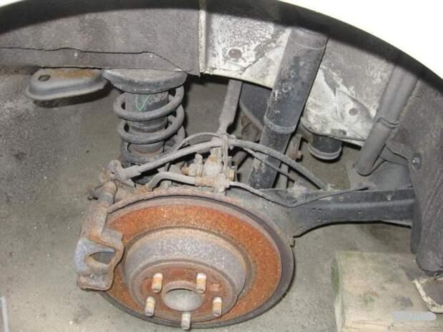 Из-за плохих дорог детали подвески выходят из строя слишком быстро. | Фото: razborki.com.