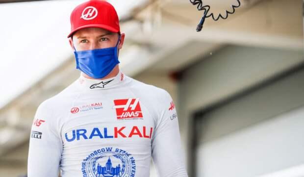 Русский гонщик преклонил колено перед истинными героями, разозлив адептов BLM