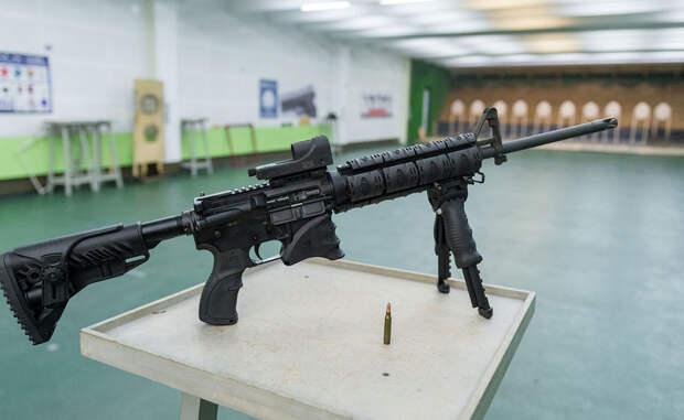 Вепрь-15 Практически полный аналог американского карабина Colt M4, что заметно невооруженным глазом. Комплектующие карабина полностью произведены компанией Schmeisser: за надежность такого друга можно не беспокоиться. Как и все гражданское оружие, имеющее ход на территории России, карабин не имеет опции автоматического огня.