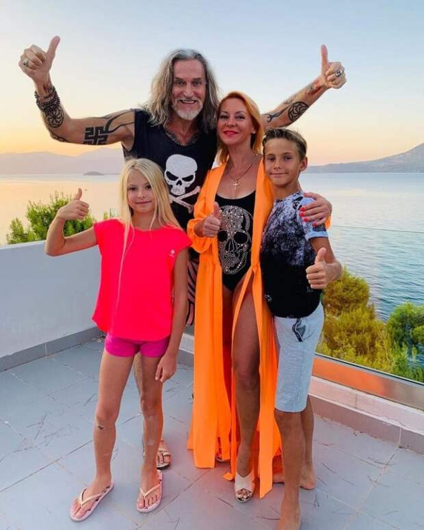 никита джигурда с детьми и женой