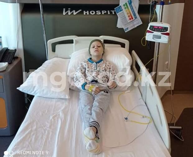 Мальчик из ЗКО борется со страшной болезнью: семье не хватает денег на лечение