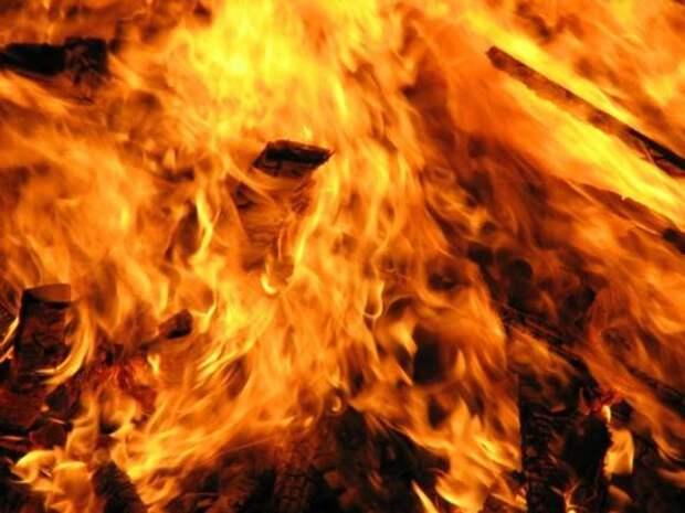 В Приморье три человека пострадали при пожаре в цехе деревообработки