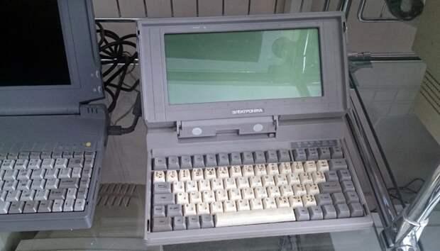 Тяжелое детство, серые экраны.   Фото: getked.ru.