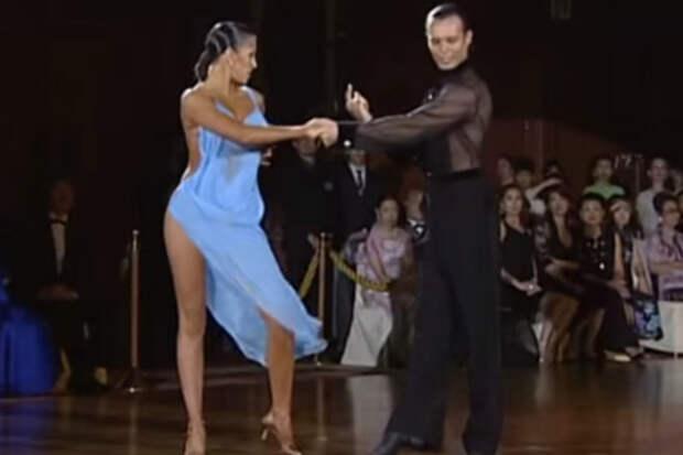 Смелое платье танцовщицы заставило судей подарить паре победу
