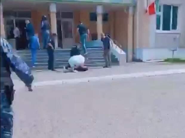СМИ: Второй напавший на школу в Казани убит