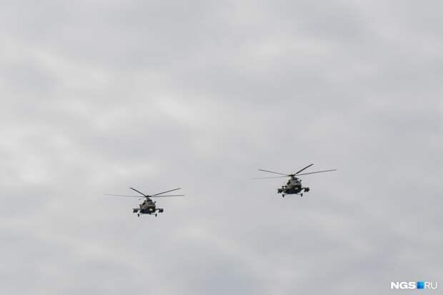Над Новосибирском прошла репетиция авиапарада ко Дню Победы - фото из центра города