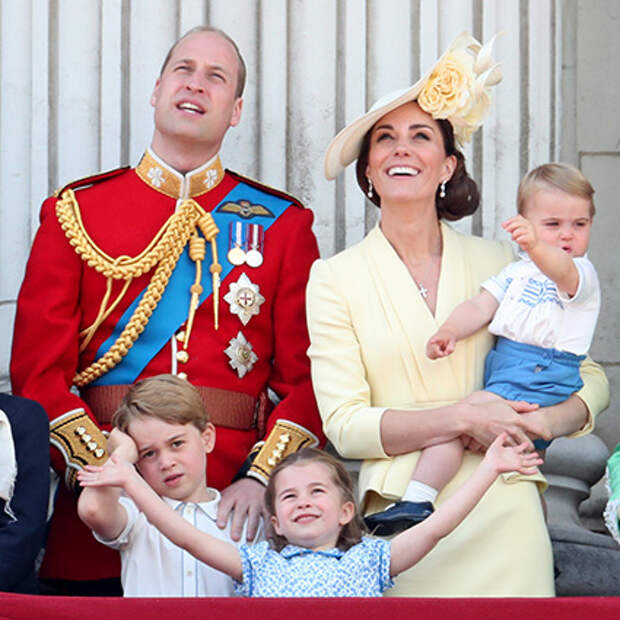 Принц Уильям и Кейт Миддлтон с принцем Луи, принцем Джорджем и принцессой Шарлоттой