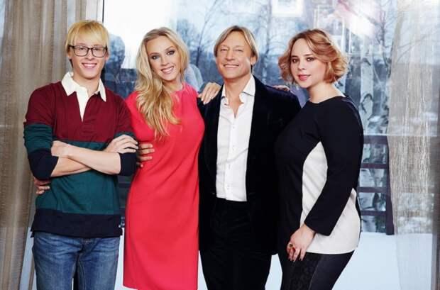 Красивые и счастливые: как выглядит семья Дмитрия Харатьяна