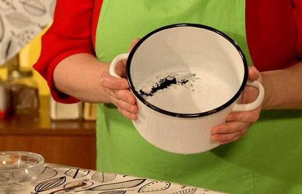 Простой и копеечный способ очистки эмалированной посуды