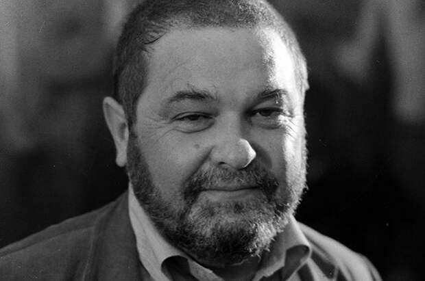Юлиан Семёнов.
