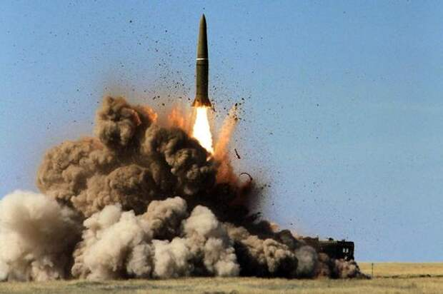 Аналитик Кнутов: действия НАТО, подобные заходу эсминца Defender в акваторию Крыма, могут в итоге привести к ядерной войне