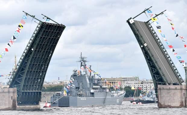 В последнее время в России, в День ВМФ, в городе на Неве проводится Главный...