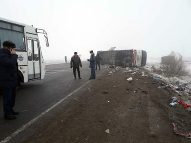В Тюмени автобус столкнулся с грузовиком — 13 пострадавших