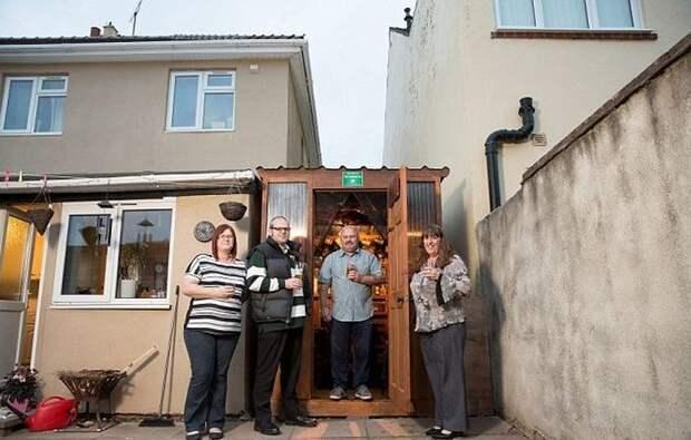 Соседи рационально использовали место между своими домами